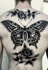 男生背部黑灰素描创意文艺唯美蝴蝶纹身图片