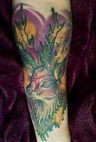 男生手臂上彩绘水彩素描泼墨麋鹿纹身图片