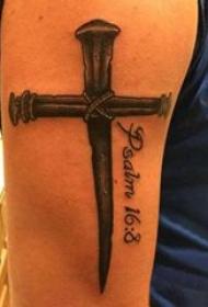 纹身小十字架 男生手臂上黑色的十字架纹身图片