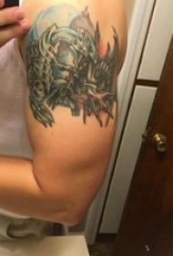 彩色纹身 男生手臂上彩色的龙纹身图片