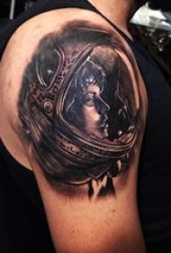 宇航员纹身 男生手臂上的宇航员纹身图片