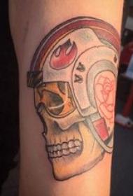 手臂纹身素材 男生手臂上彩色骷髅纹身图片