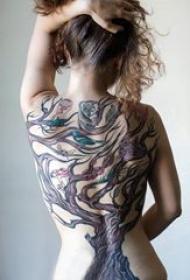 生命树纹身素材 女生后背上彩色的生命树纹身图片