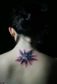 另类艺术花藤图纹身