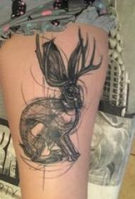 垂耳兔子纹身 女生大腿上黑色素描兔子纹身图片