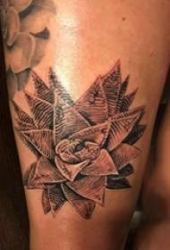 几何花朵纹身图案 女生大腿上几何花朵纹身图案