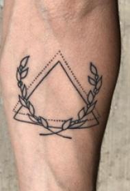 极简线条纹身 男生手臂上植物藤和三角形纹身图片