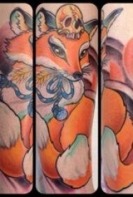 九尾狐狸纹身 女生小腿上温顺的狐狸纹身图片