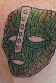 纹身面具 男生后背上彩色的面具纹身图片