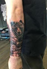 熊纹身 男生手臂上黑色的熊纹身图片