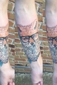 百乐动物纹身 男生手臂上彩色的狐狸纹身图片