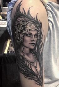 女生人物纹身 女生手臂上女生人物纹身图片