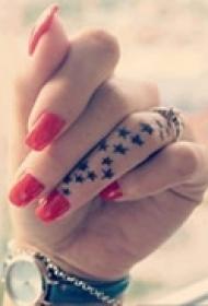 小巧精美手指纹身