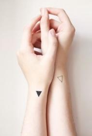 三角形纹身图案 女生手腕上三角形纹身图案