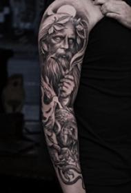 人物肖像纹身 女生手臂上黑灰人物肖像纹身图片