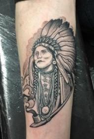 印第安酋长纹身 男生手臂上黑色的印第安酋长纹身图片