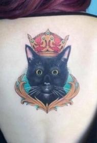 纹身后背女 女生后背上皇冠和猫咪纹身图片