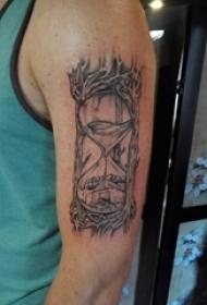 纹身手臂套 男生手臂上黑色的沙漏纹身图片