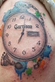 时钟纹身 男生大臂上彩色的时钟纹身图片