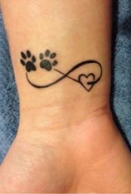 女生纹身手腕 女生手腕上爪印和符号纹身图片