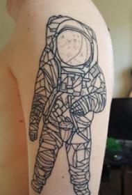 宇航员纹身图案 男生手臂上宇航员纹身图片