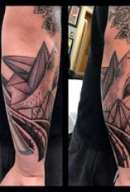 鲨鱼纹身图 男生手臂上鲨鱼纹身图片