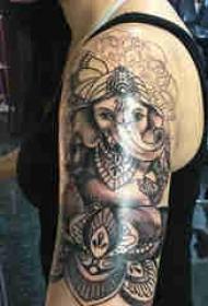 双大臂纹身 男生大臂上黑色的象神纹身图片