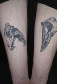 手臂纹身图片 男生手臂上黑色的骨头纹身图片