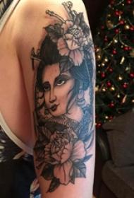 手臂纹身素材 男生手臂上牡丹和艺妓纹身图片