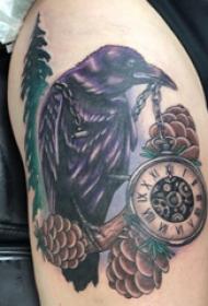 乌鸦纹身  女生大腿上乌鸦和钟表纹身图片