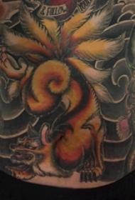 九尾狐狸纹身图片 男生腹部彩色的九尾狐狸纹身图片