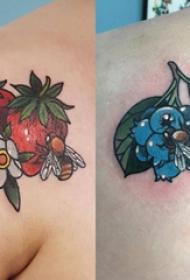 后肩纹身 女生后肩上植物和蜜蜂纹身图片