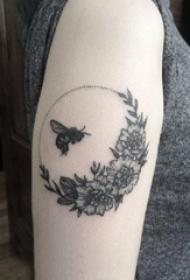 小蜜蜂纹身 多款小清新文艺纹身素描小蜜蜂纹身图案
