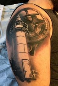 大臂纹身图 男生大臂上齿轮和灯塔纹身图片