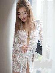 大胸超模美女尤美Yumi艺术照
