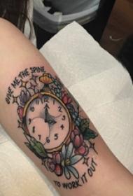 时钟纹身 女生手臂上花朵和时钟纹身图片