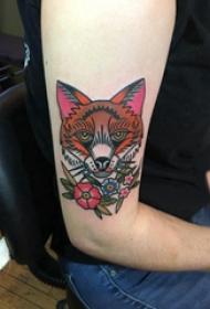 彩色狐狸纹身 女生手臂上花朵和狐狸纹身图片