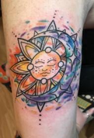 太阳月亮纹身图案 女生大臂上太阳和月亮纹身图片