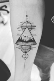 三角形纹身图 男生手臂上三角形和风景纹身图片