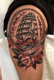 纹身小帆船  男生大臂上彩绘的帆船纹身图片