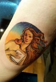 女孩人物纹身图案  女生小臂上彩绘的女孩人物纹身图片