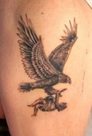 老鹰和女人纹身图案  男生手臂上创意老鹰和女人纹身图片