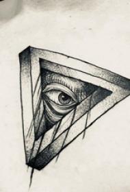 3d几何纹身图案  男生胸上几何和眼睛纹身图片