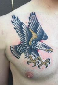 纹身老鹰图片  男生胸上彩绘的老鹰纹身图片