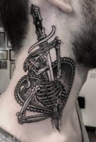 颈部纹身设计 男生颈部长剑和骷髅纹身图片