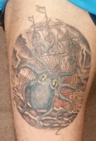 大腿纹身男 男生大腿上帆船和章鱼纹身图片