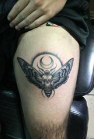 纹身虫  男生大腿上昆虫和骷髅纹身图片