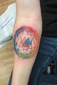 几何元素纹身 女生手臂上三角形和圆形纹身图片