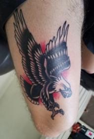 纹身老鹰图片  男生手臂上彩色的老鹰纹身图片