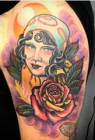 女孩和花朵纹身图案  男生大臂上女孩和花朵纹身图片